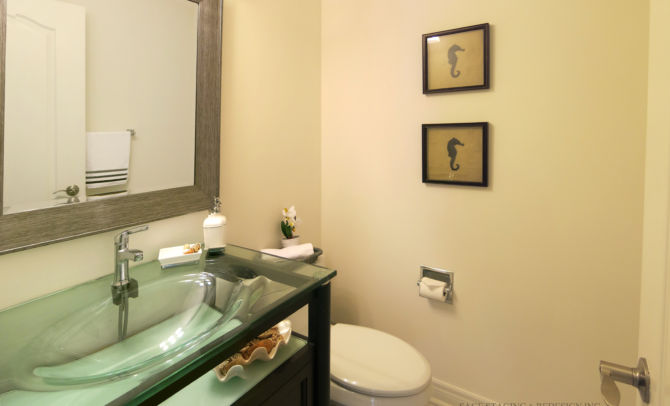 After home staging-powder room
