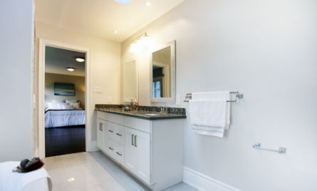 En-suite washroom-Home Staging-MASTER BATHROOM-Toronto