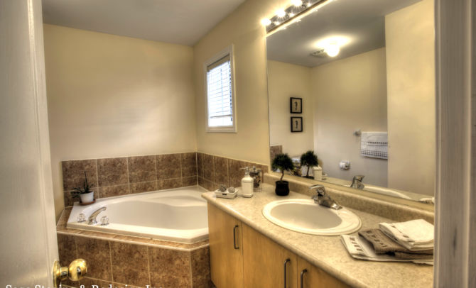 After home staging-bath room by Sage Staging & Redesign Inc.